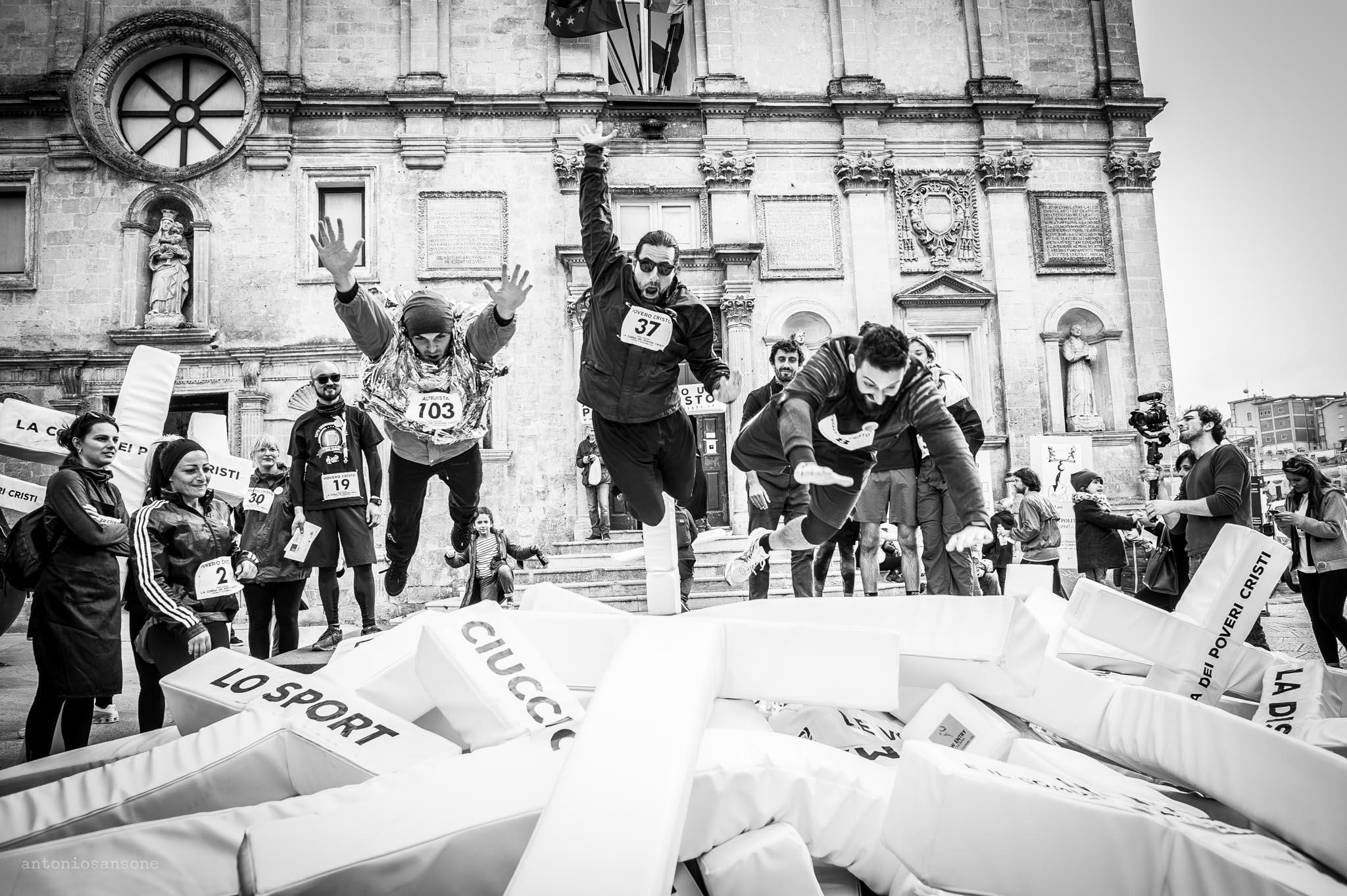 Salto - La corsa dei poveri cristi
